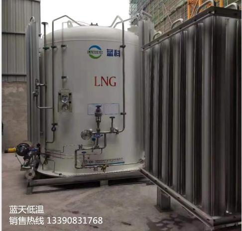 蓝天低温公司快讯:近日给客户定制的2台LNG储罐圆满发货并安装